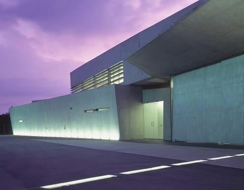 Das Feuerwehrhaus der Vitra in Weil am Rhein, 1994, Architektin: Zaha Hadid