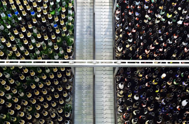 Leergutsortieranlage bei der Lübzer Brauerei